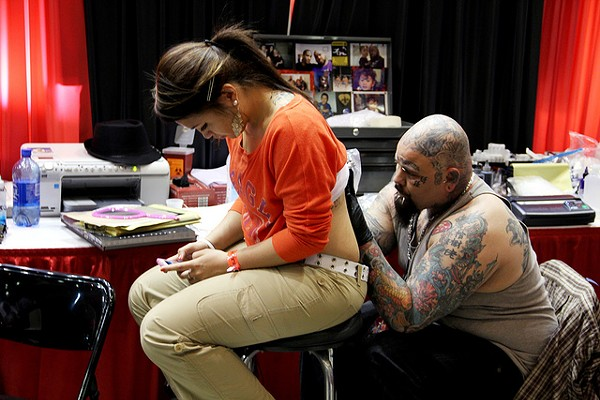 slinging-ink-tattoo-expo_6832375520_mjpg