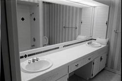 2_bathroomjpg