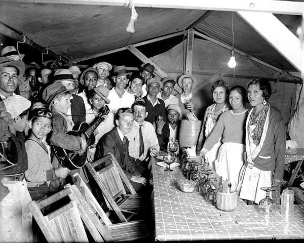 Chili stands, Haymarket Plaza, San Antonio, 1933. - SAN ANTONIO LIGHT COLLECTION, THE UT INSTITUTE OF TEXAN CULTURES AT SAN ANTONIO, GIFT OF HEARST CORPORATION.