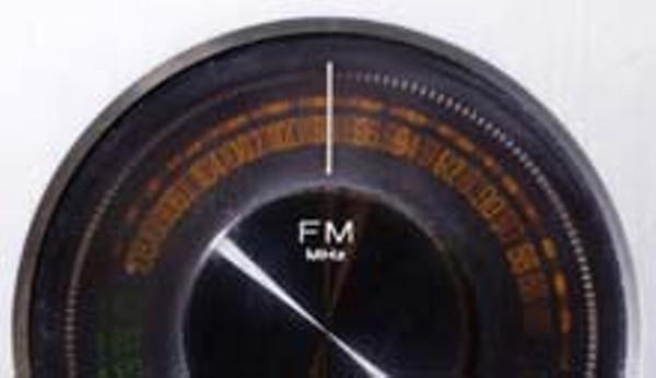 cultfeat-radio-0344_220jpg