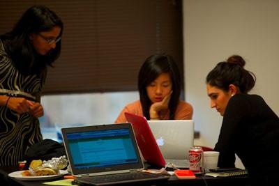 girl-group-at-laptops_400jpg