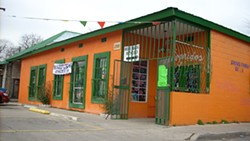 Las Mariposas Café: If the taco house is rockin', don't come a-knockin'.