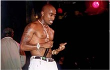 screens-2-led-tupac_330jpg
