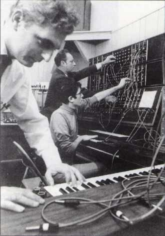 music-moog-studio_330jpg