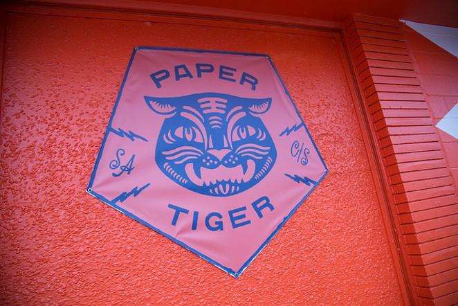 Paper Tiger, Con Safos - LINDA ROMERO