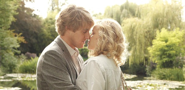 Owen Wilson and Rachel McAdams practice their French tongues.