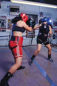 Paloma Campos (left) and Mónica Álvarez going toe-to-toe.