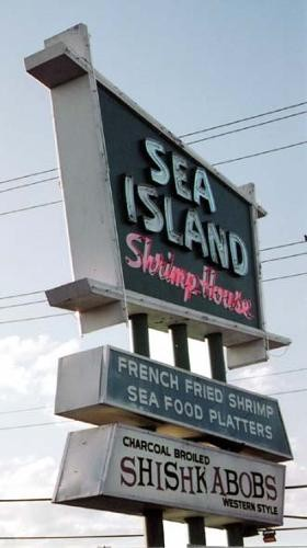Sea Island Shrimp House is one of the few San Antonio dining destinations that is munchkin-friendly.