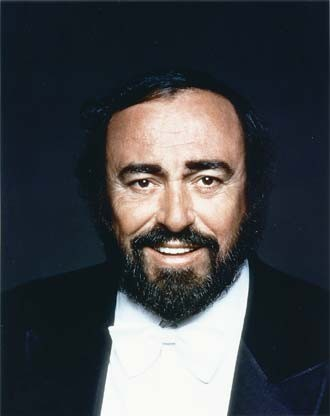 music_pavarottitux_330jpg