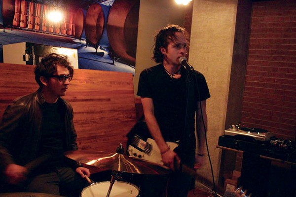 The Copper Gamin's Claudio Miguel and J. Carmen presenting their first full-length at Blue Box. - ENRIQUE LOPETEGUI