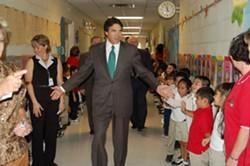 10-01-2007-students-greet-gov-1jpg