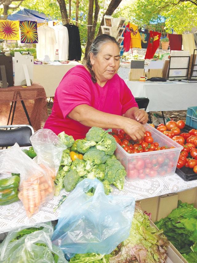 Trendy señoras hawk organic eats at open-air markets - RON BECHTOL