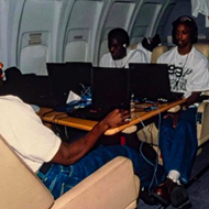 Photo of the San Antonio Spurs playing video game after winning the 1999 championship goes viral