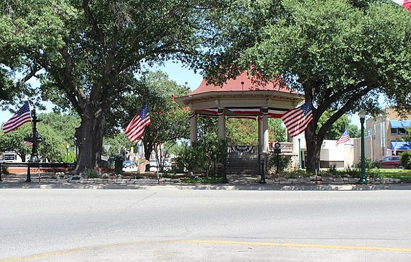 New Braunfels' Main Plaza Bandstand - WIKIMEDIA COMMONS / DARRYL PEARSON