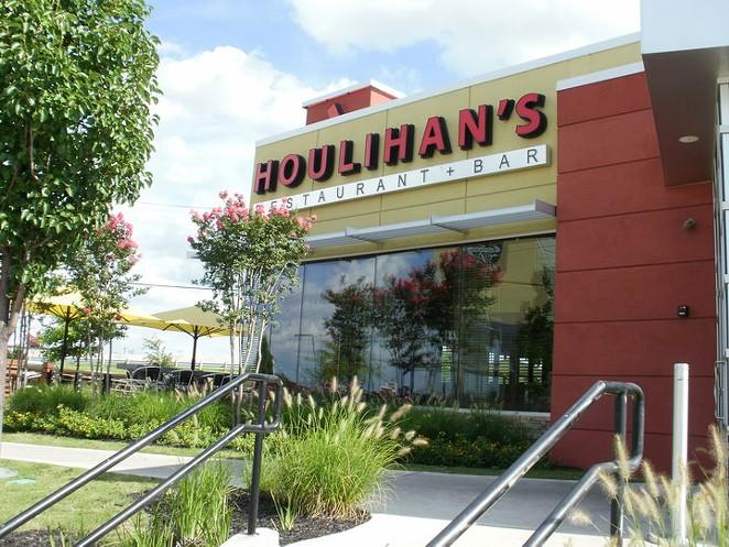 FACEBOOK/HOULIHAN'S RESTAURANT + BAR