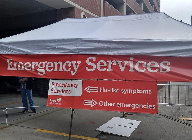 A walk-up coronavirus testing site is set up outside a U.S. hospital. - WIKIMEDIA / PAULSCRAWL