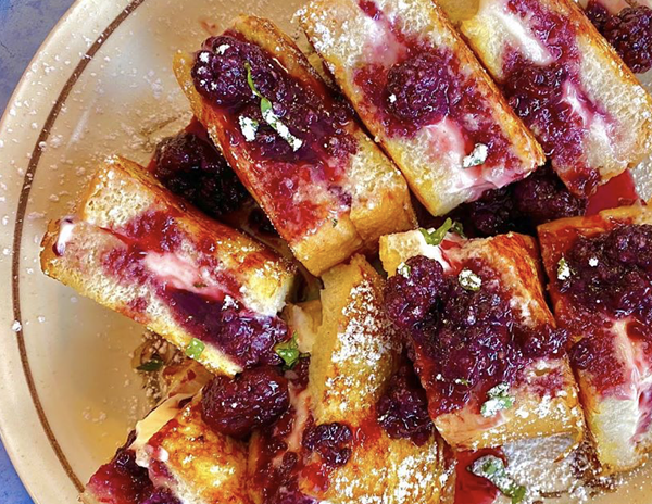 Comfort Café's blackberry stuffed French toast is packed with flavor. - INSTAGRAM / MR_SA_FOOD_MAN
