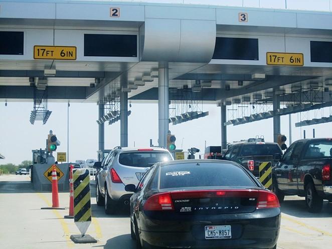 Cars wait at a U.S. Border Patrol station near Laredo, pre-pandemic. - WIKIMEDIA COMMONS / BILLY HATHORN