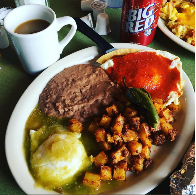 We could go for these huevos divorciados right about now. - @JWHITACRETX/INSTAGRAM
