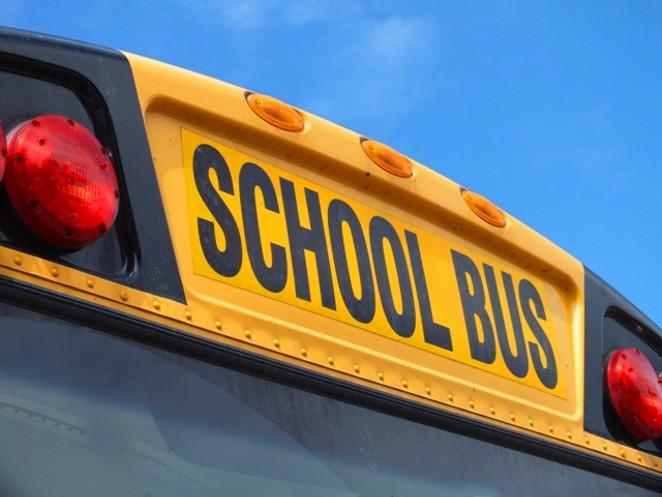 school_bus_12_freetiiupix.com.jpg