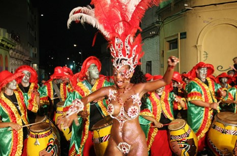 A parade of Candombe performers in Uruguay - CANDOMBE.INFO