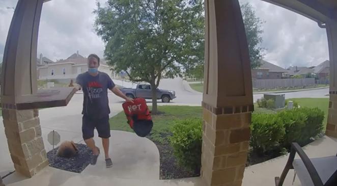 San Antonio Pizza Hut employee fired for throwing pizza onto customer's doorstep. - SCREENSHOT / REDDIT