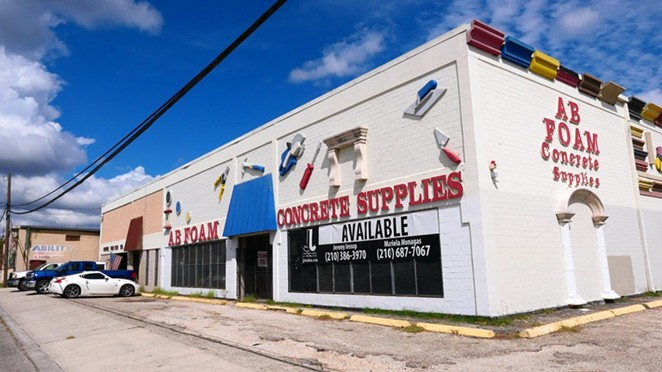 This warehouse at 1606 N. Colorado St. was purchased recently by David Adelman. - SAN ANTONIO HERON / BEN OLIVO