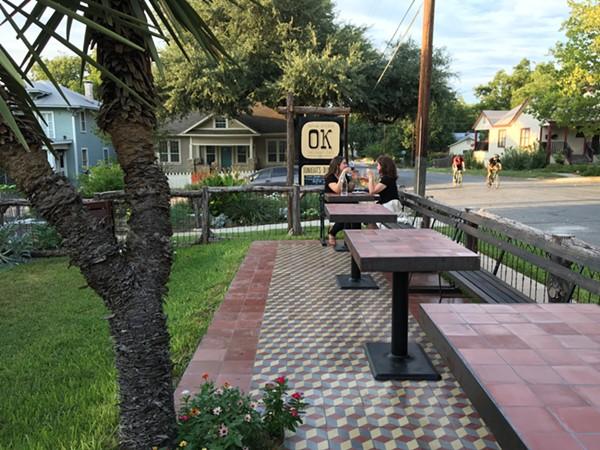 Outlaw Kitchen's patio. - JESSICA ELIZARRARAS