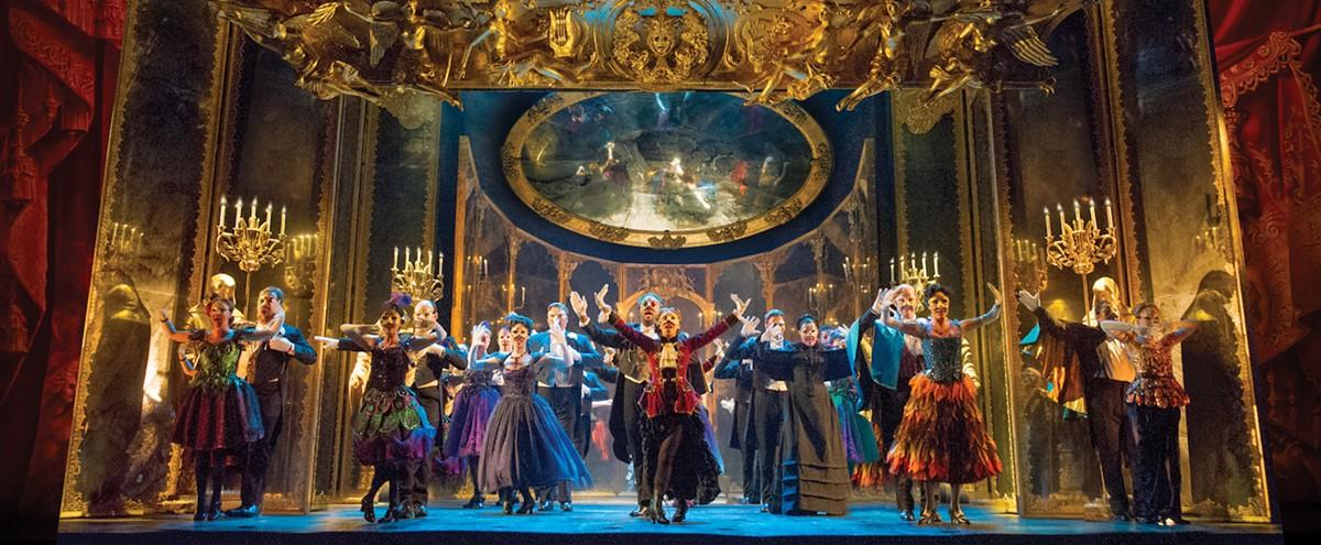 06._the_phantom_of_the_opera_-_the_company_performs_masquera.jpg