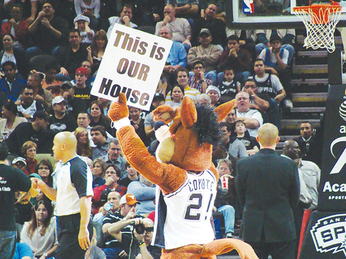 spurs_coyote_sign.jpg