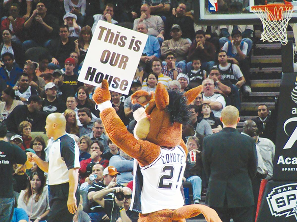 spurs_coyote_sign.jpg