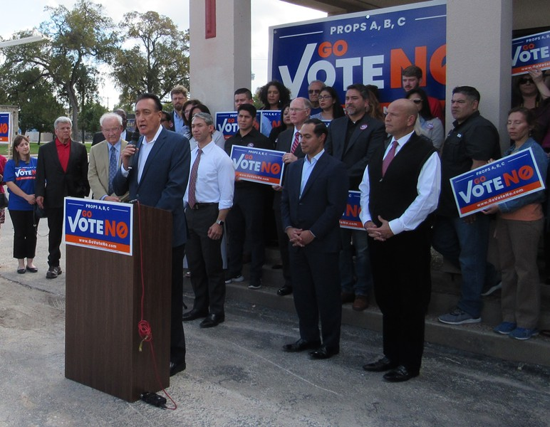 Henry Cisneros, flanked by four other San Antonio mayors, discusses his objections to the fire union's proposed amendments to the city charter. - SANFORD NOWLIN