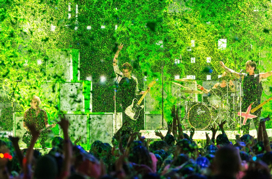 5 Seconds of Summer at the Kids Choice Awards - COURTESY OF POPSUGAR.COM