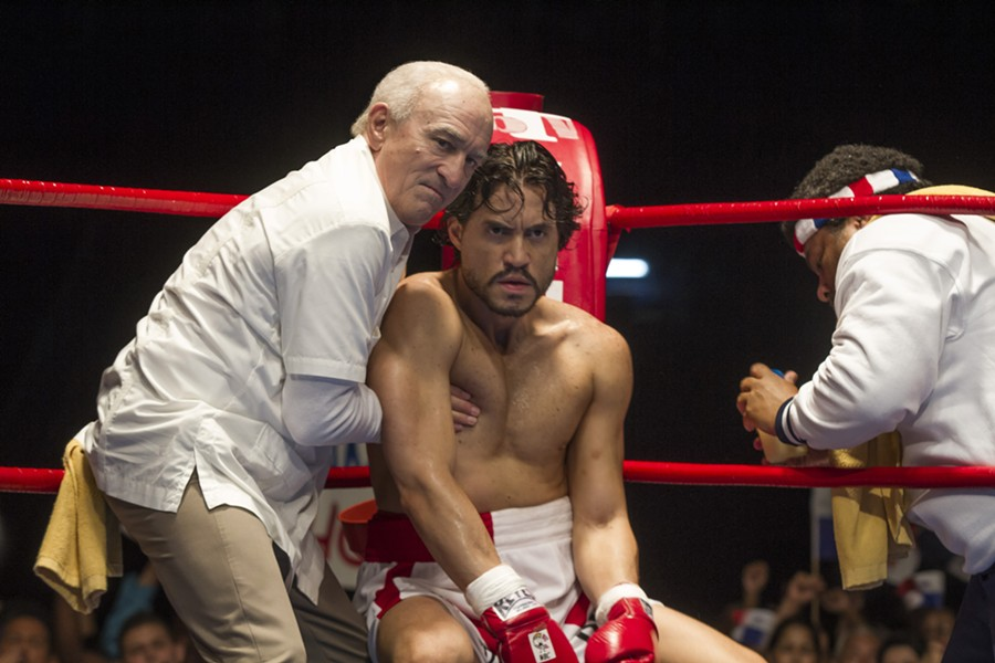Robert De Niro (as Ray Arcel) and Edgar Ramírez (as Roberto Durán) co-star in Hands of Stone - RICO TORRES, THE WEINSTEIN COMPANY