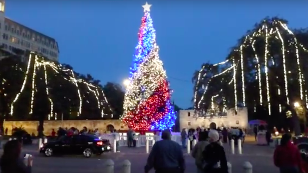 The Alamo plaza Christmas Tree in 2003. - YOUTUBE.COM VIA JAMHUIZAR