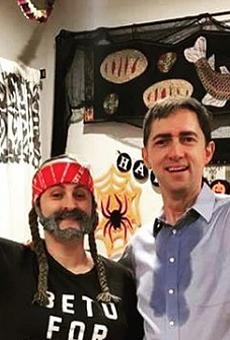 This Texas Couple Totally Nailed Their Sweaty Beto O'Rourke, Willie Nelson Halloween Costumes