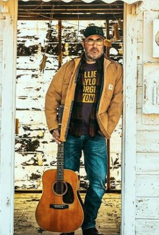 Staind's Aaron Lewis Tells Rio Grande Valley Crowd 'I Don't Know How to  Speak Spanish. I'm American'