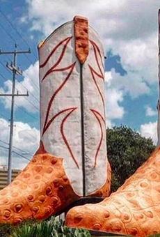 'Daddy-O' Wade, the Artist Who Created the Giant Cowboy Boots Outside San Antonio's North Star Mall, Has Died (3)