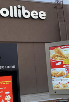 People waited in hours-long lines to try Filipino fast-food chain Jollibee's first San Antonio location (6)