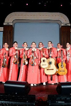 The ten mujeres of Mariachi Las Alteñas.