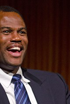 San Antonio Spurs legend David Robinson and chef Jason Dady team up to raise scholarship funds