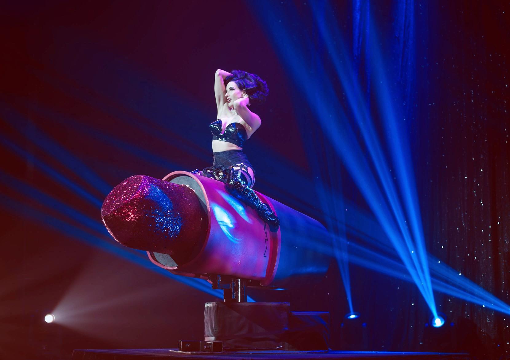 be3b96ea012 Burlesque Superstar Dita Von Teese Talks Tacos