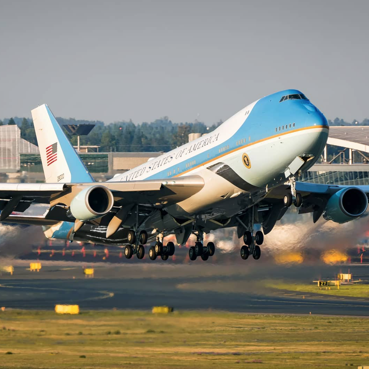 photos officielles 06028 ea3f1 Trump Orders New Air Force One Planes to Be Built in San ...