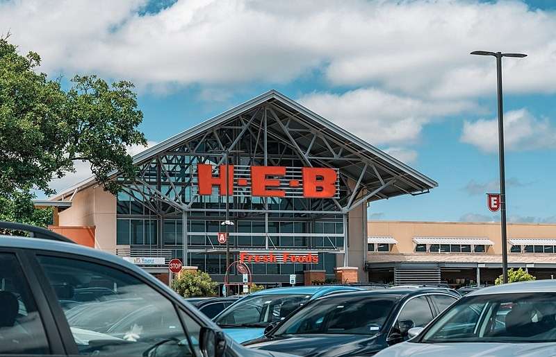 Cars pack an H-E-B store's parking lot. - WIKIMEDIA COMMONS / TONY WEBSTER