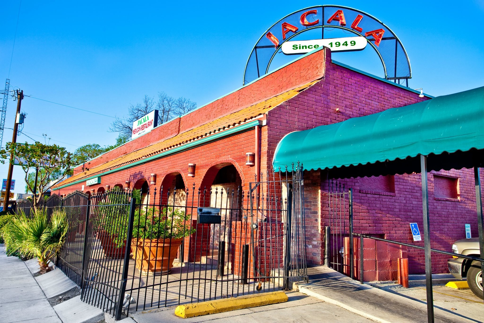 Mexican Restaurant Los Angeles Open Christmas 2020 Iconic San Antonio Puffy Taco Spot Jacala Mexican Restaurant Goes