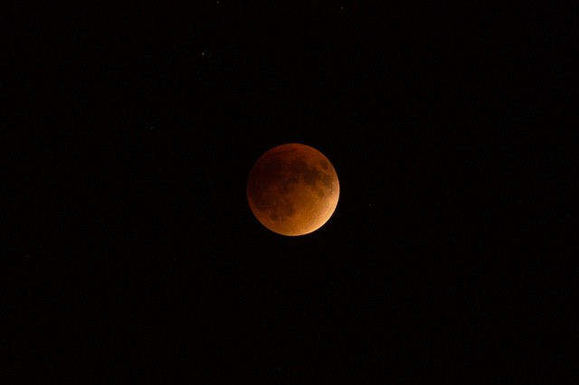 Some San Antonians got great shots of last night's supermoon lunar eclipse, while others weren't so lucky. - VIA ANDREW SEAMAN (FLICKR CREATIVE COMMONS)