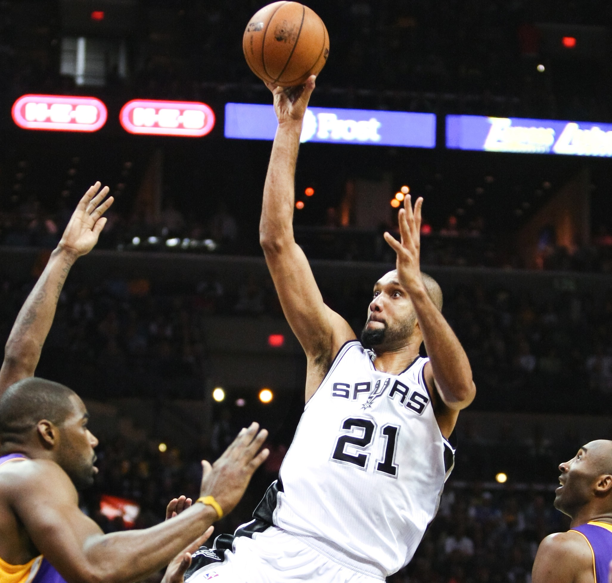 6 Stunning Moments From Tim Duncan's Career | The Daily