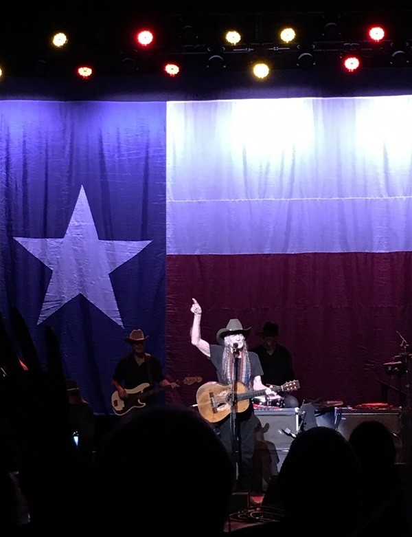 Willie implores the crowd to sing along. - PHOTO CREDIT: FELICIA ESPARZA