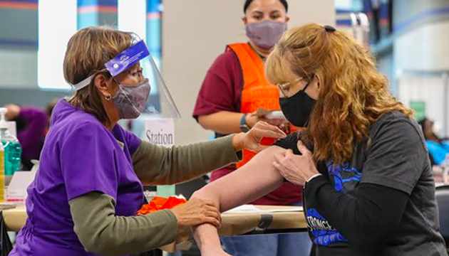 San Antonio surpasses 1 million vaccinated, offers free Fiesta Texas tickets for people who get jabbed