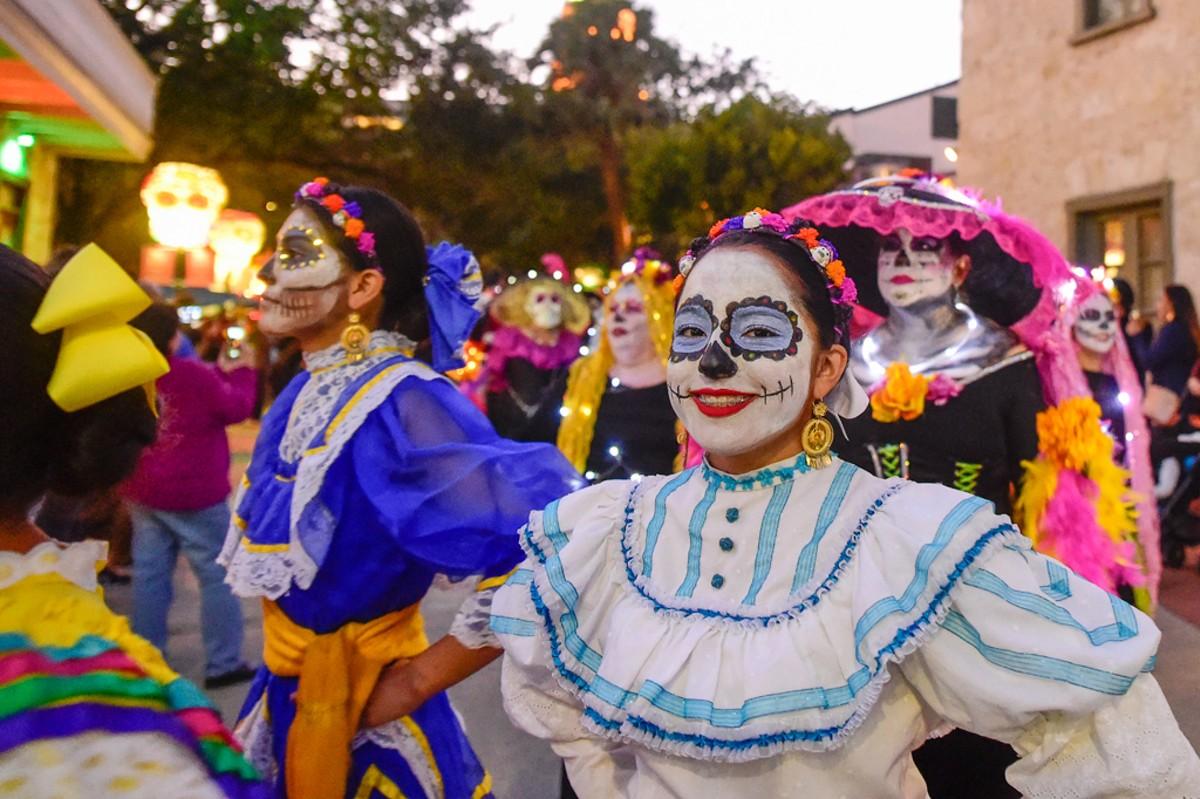 Muertos Fest Returns To La Villita This Weekend Artslut